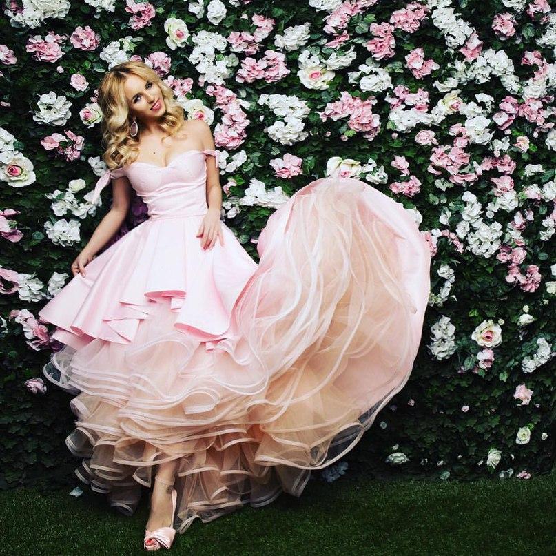 1d98870e3c2db6f Легкое и воздушное, словно облако, и по неземному красивое платье переносит  свою хозяйку в настоящую сказку. Каким бы ни был повод надеть бальное платье,  ...