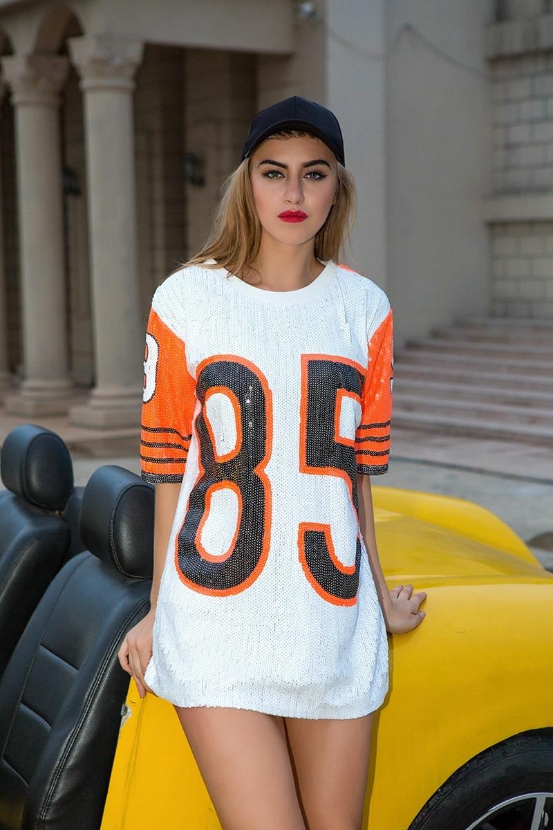 c3217083514be С чем носить длинные футболки. 50 стильных примеров