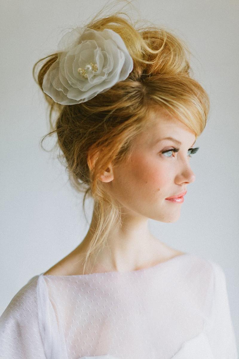 Пышные прически на средние волосы шпильками фото