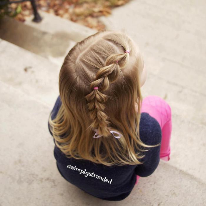 Быстрая прическа в садик на средние волосы