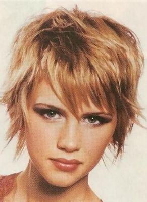 Короткие волосы с челкой - фото