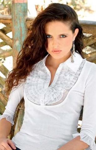 b18 Вибираємо білу блузку