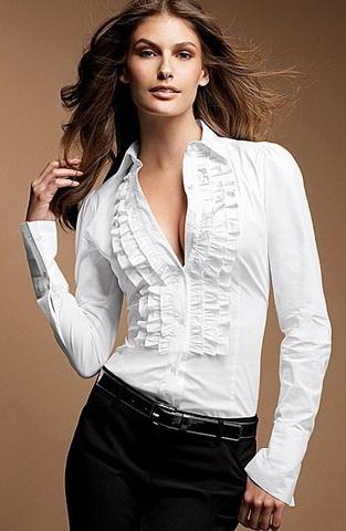 Сквозь белую рубашку видно сиськи фото 724-655