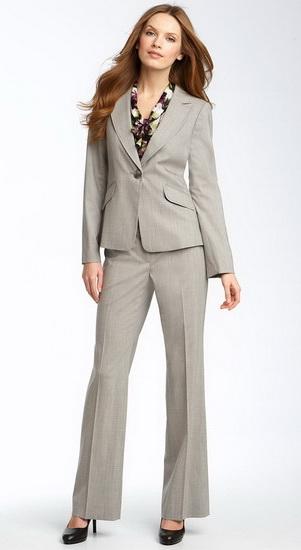 Простой женский деловой костюм