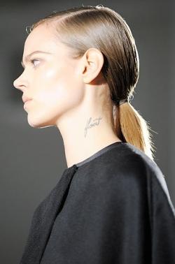 calvin klein ponytail thumb Модні зачіски: головне   різноманітність