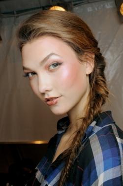 christian dior thumb Модні зачіски: головне   різноманітність