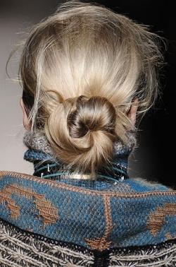 missoni bun thumb Модні зачіски: головне   різноманітність