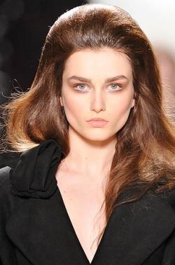 ninaricci thumb Модні зачіски: головне   різноманітність