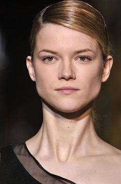 stella mccartney ponytail thumb Модні зачіски: головне   різноманітність