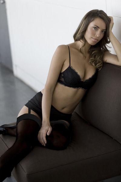 Девушки в халатиках и в черных чулках фото 432-204