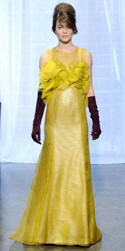 Желтое платье