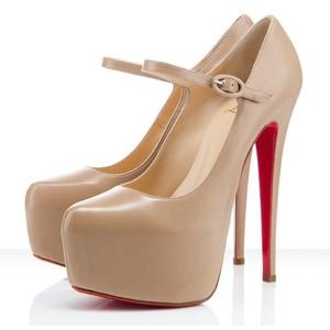 Модные туфли на шпильке фото