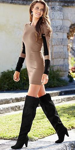 Девушка в длинном обтягивающем платье фото