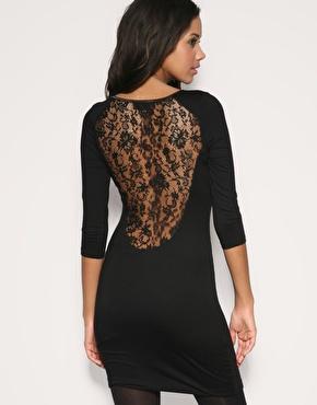 Платье с кружевной спиной