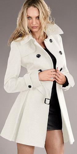 Белое пальто